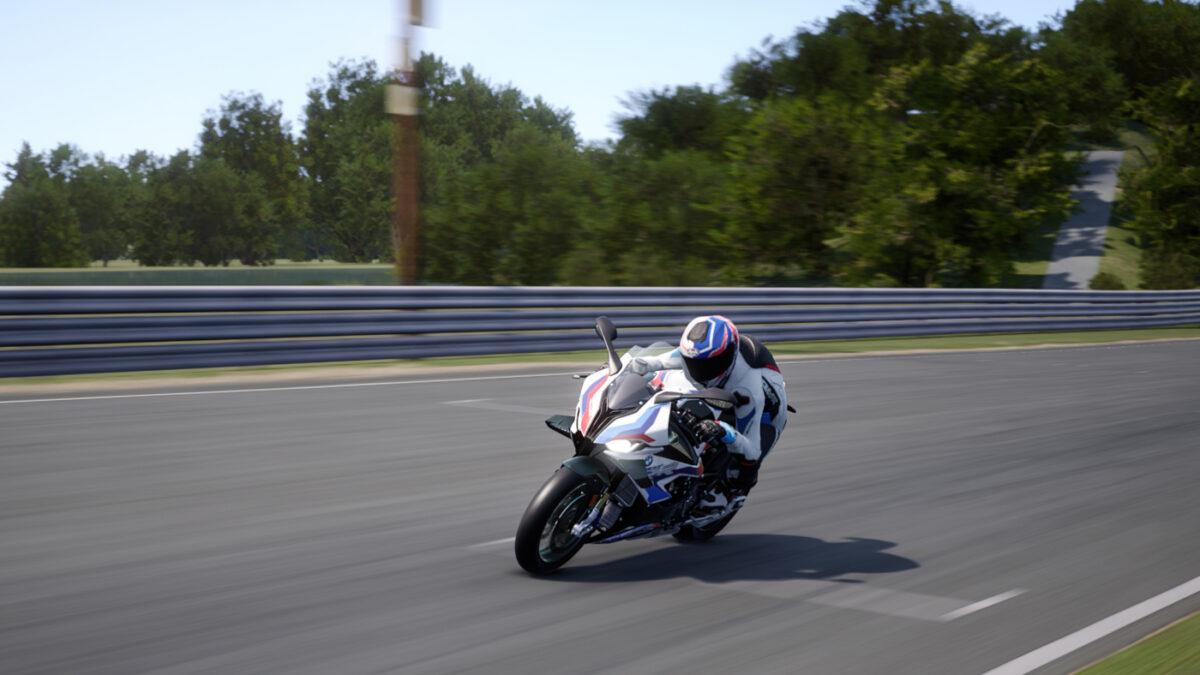 Set the fastest time around Suzuka on the BMW M 1000 RR to win prizes